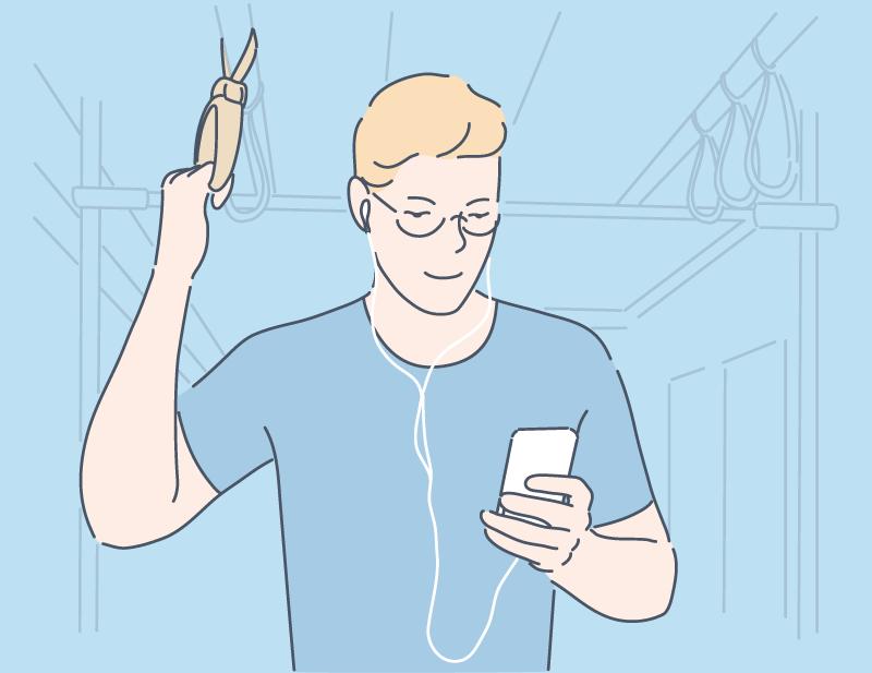通勤しながらスマホを見る男性